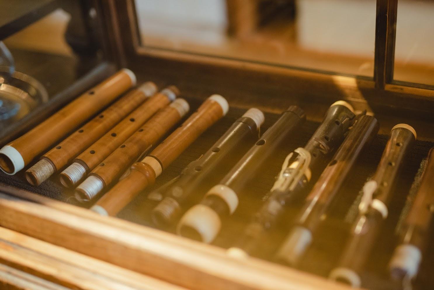 店内に展示されている楽器