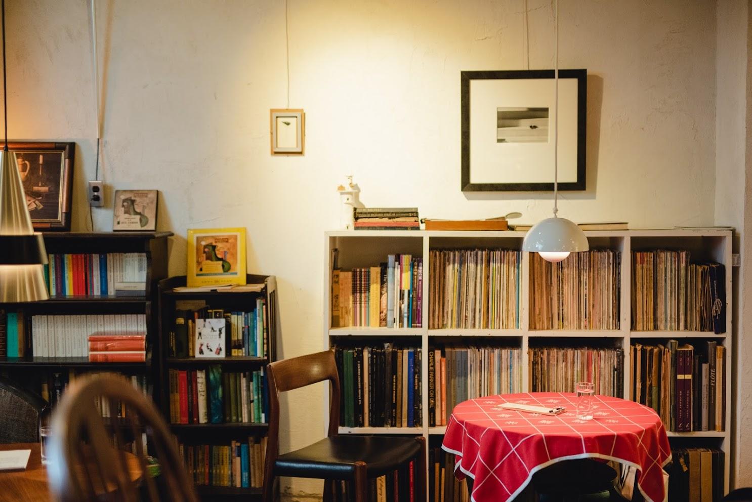カフェ・、モンタージュの店内